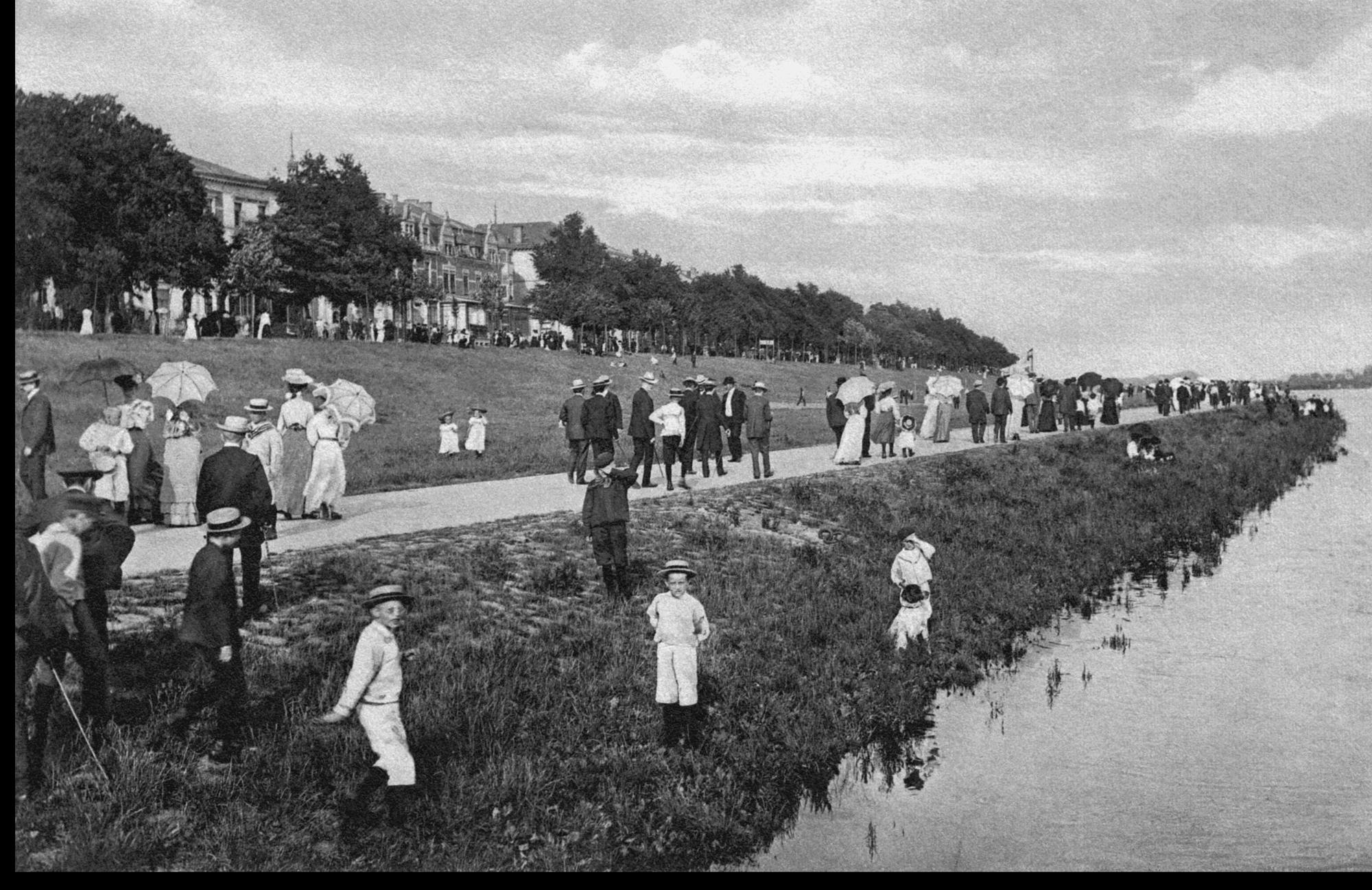 Flanieren auf der Strandpromenade am Osterdeich - sw