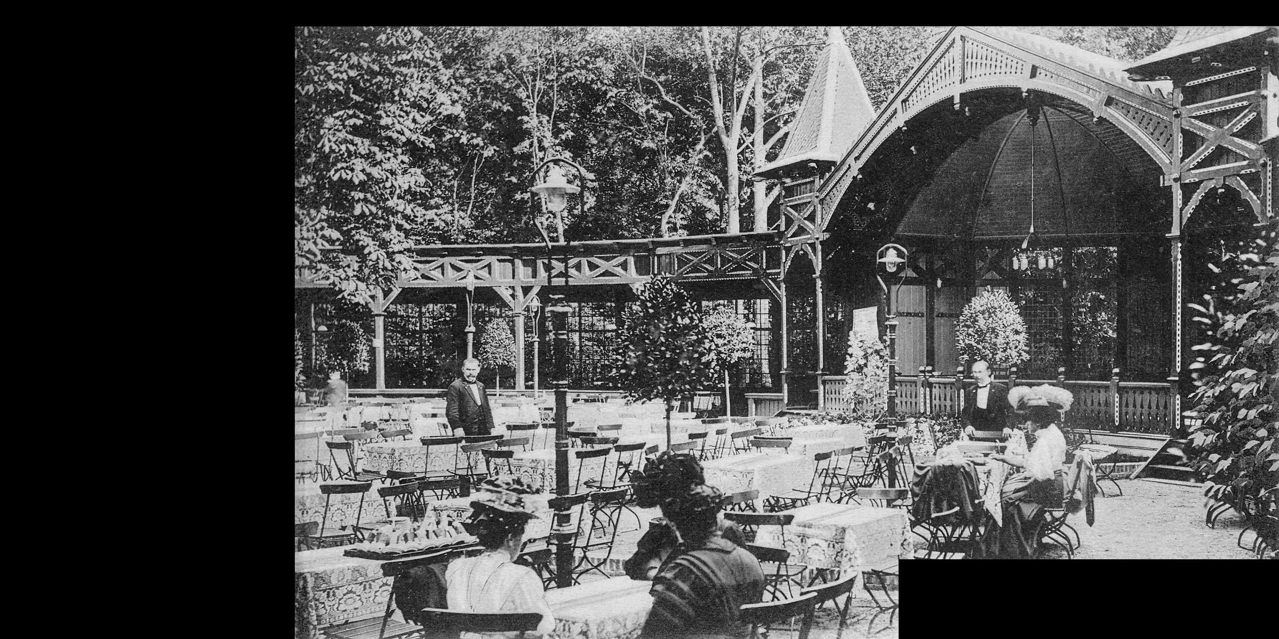 Cafehausgarten, Laterne mittig